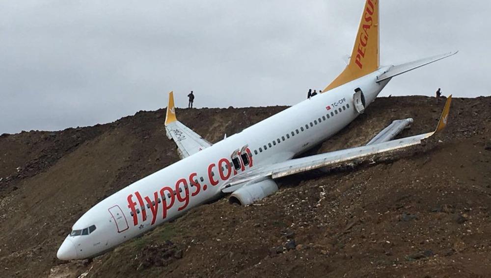 Avión turco cae en acantilado con 162 pasajeros dentro