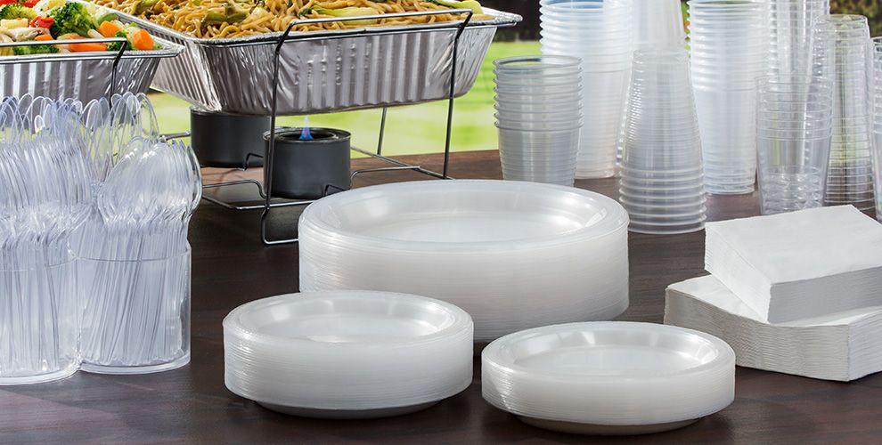 Francia aprueba una ley que prohíbe la venta de vasos y cubiertos de plástico