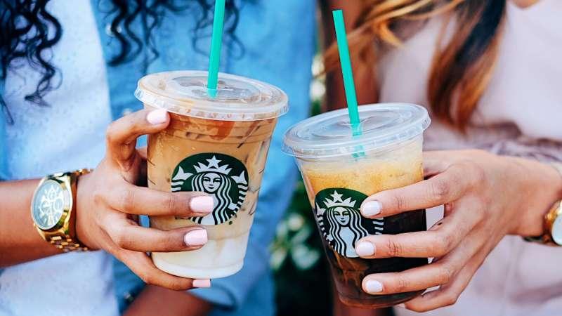 Starbucks se alía con Uber Eats para entregar sus productos a domicilio